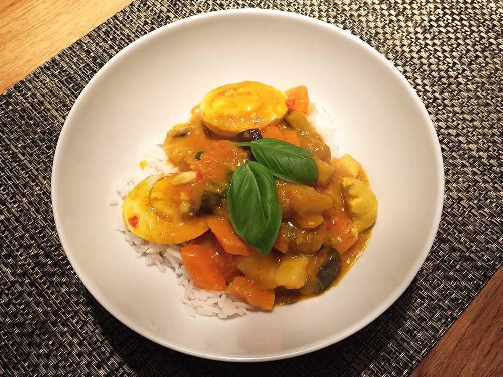 recept-vegetarische-thaise-curry-pompoen-aubergine-aardappel-ei-chef-ernst