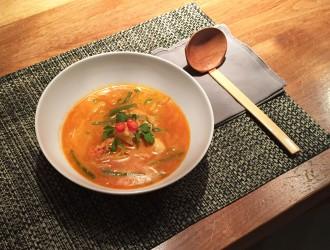 Snelle Oosterse tomatensoep met vis