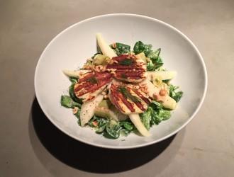 Salade met halloumi en peer