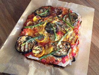 Plaatpizza met gegrilde groenten