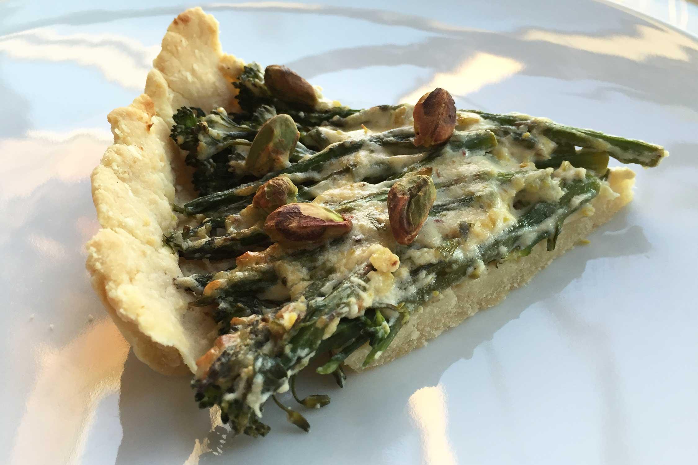 Hartige taart met groene groente en mascarpone