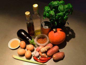 Herfstige Thaise curry met pompoen, aubergine en aardappel