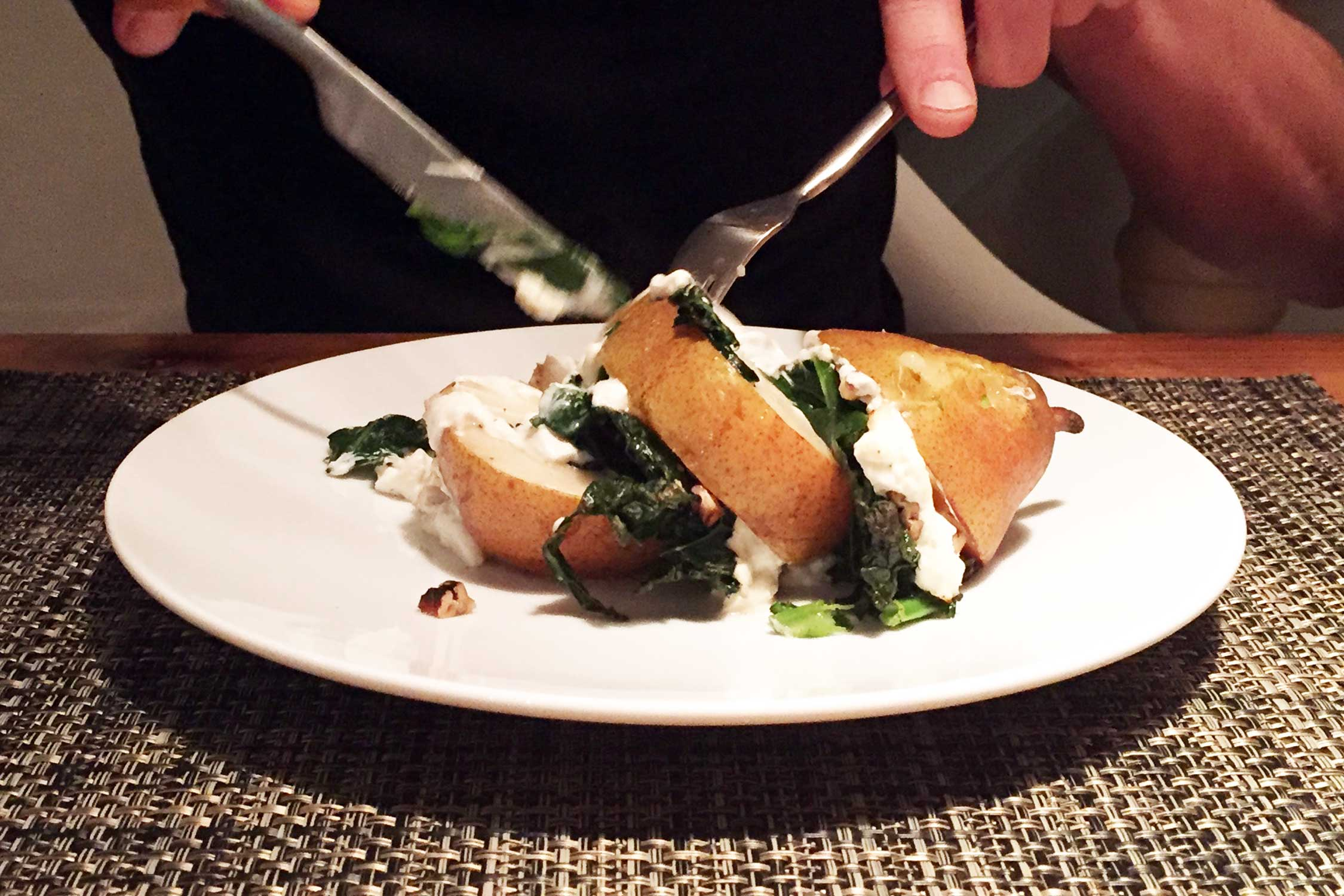 Gelaagd peertje uit de oven met cavolo nero en geitenkaas