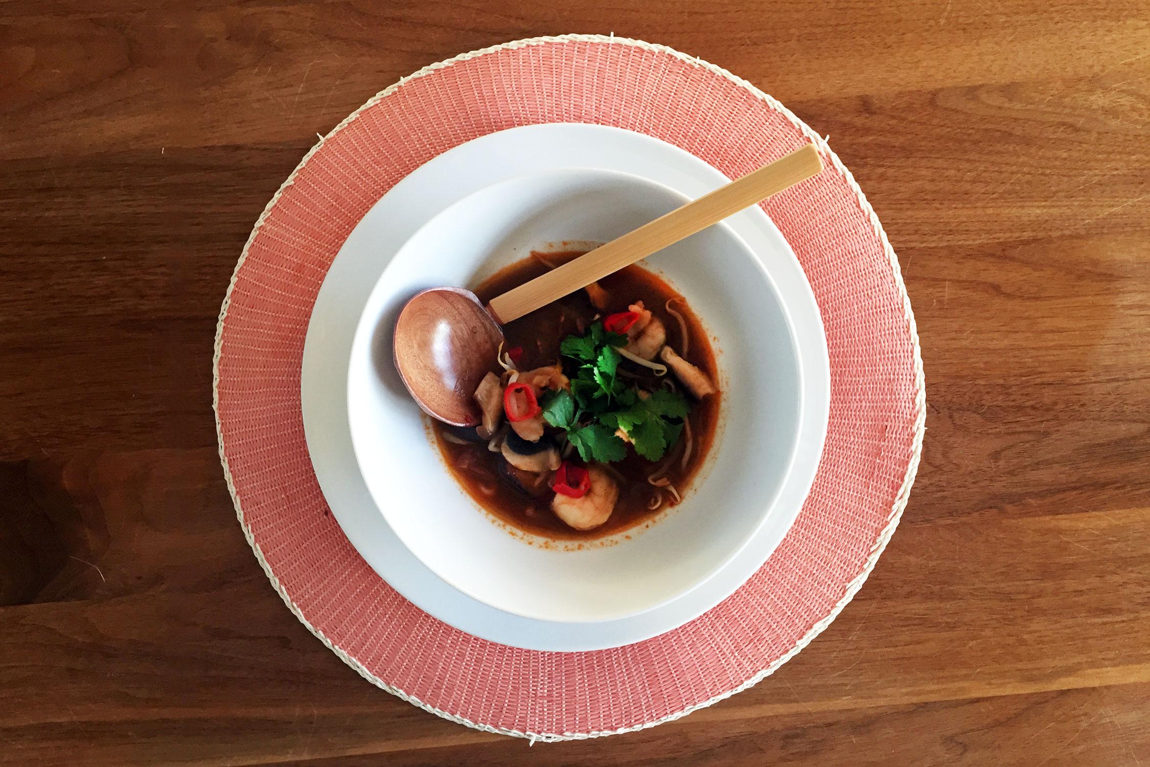 Tom Yam soep met paddestoelen en garnalen