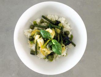 Mean green Thaise curry met Thaise aubergines en gamba's