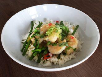 Thaise groene garnalencurry met boontjes en rijst