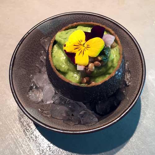 hapje of voorafje soepje van avocado spinazie limoensap