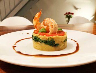 Italiaans torentje van aardappel-kabeljauw-puree, spinazie, coeur de boeuf en gamba